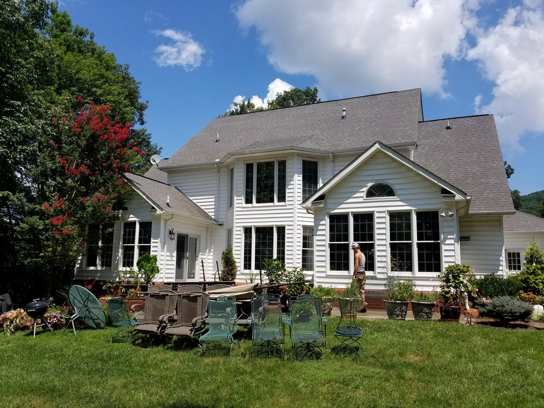 Roanoke Pressure Pros Llc Residential And Commercial Window Cleaning House Washing In Va M County